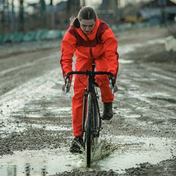 Oscar, passionierter Radler | Rad Überhose und Anorak aus bluesignzertifiziertem Sympatex Laminat