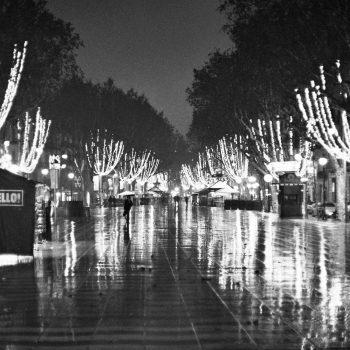 Rambla Barcelona - Schwarz / Weiss Fotografie by Ramon Vilalta