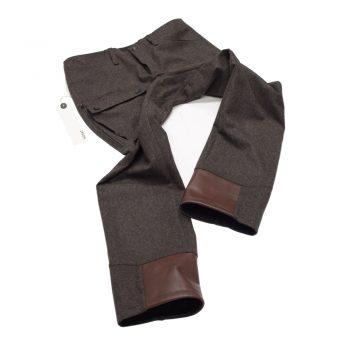 Braune Lodenhose mit lüftungs - Reißverschlüssen und Leder / Steigeisen schütz am Bein