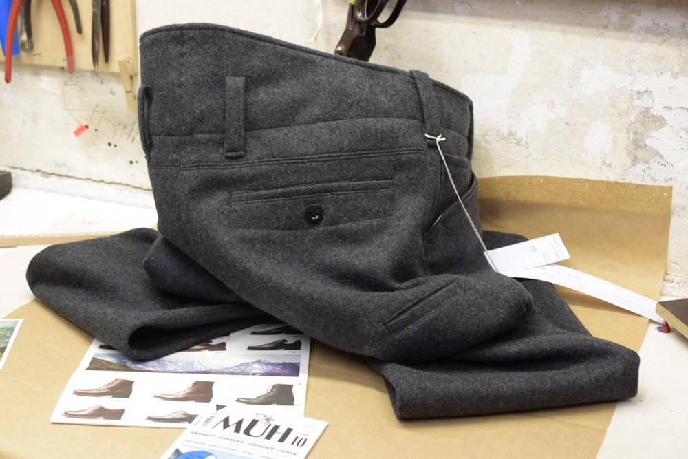 Eine extra warme Lodenhose handgefertigt von INDNAT, hinten, höher, Rücken, warm, Nieren