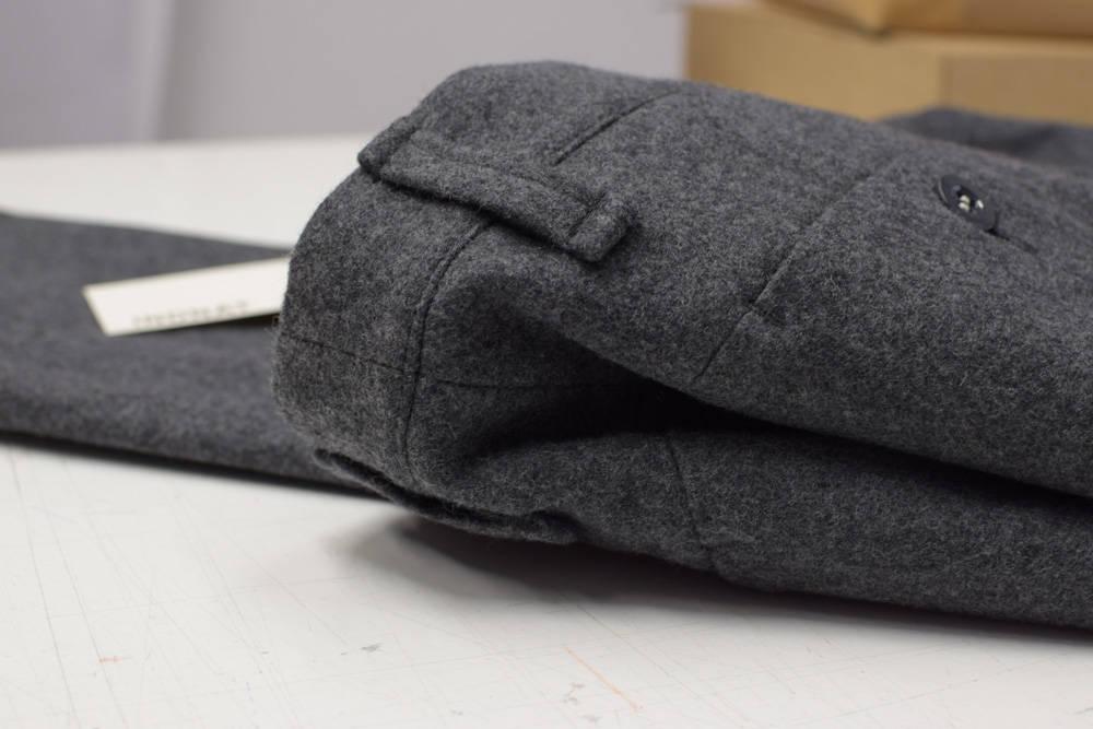 Dunkelgraue Lodenhose aus Schladminger Loden von INDNAT, schlichte Lodenhosen, elegante