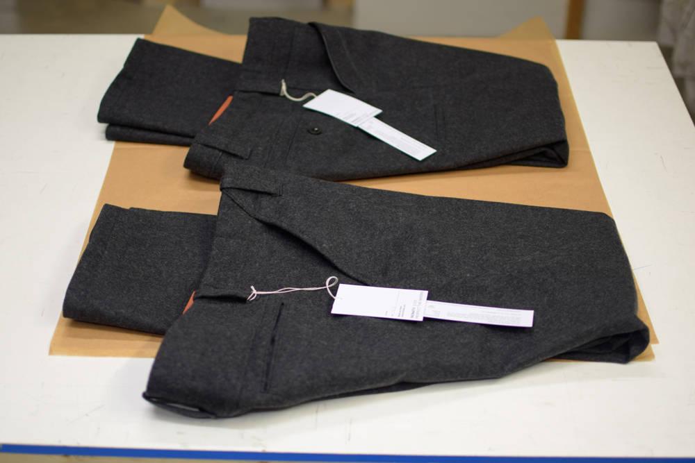 Schöne Lodenhosen in Grau von INDNAT, schlichte, elegante, robuste, Lodenhose