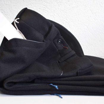 Schwarze Lodenhose für Bergsteigen von INDNAT mit Belüftung